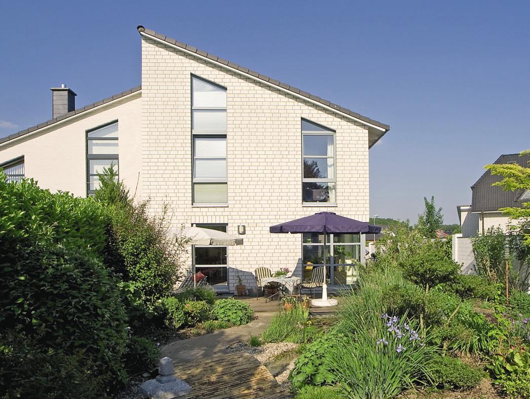Cool bleiben: An heißen Sommertagen wirkt der Aufbau der Außenwandkonstruktion wie eine Klimaanlage.